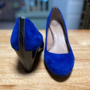 Vince Camuto blue suede shoes wedge